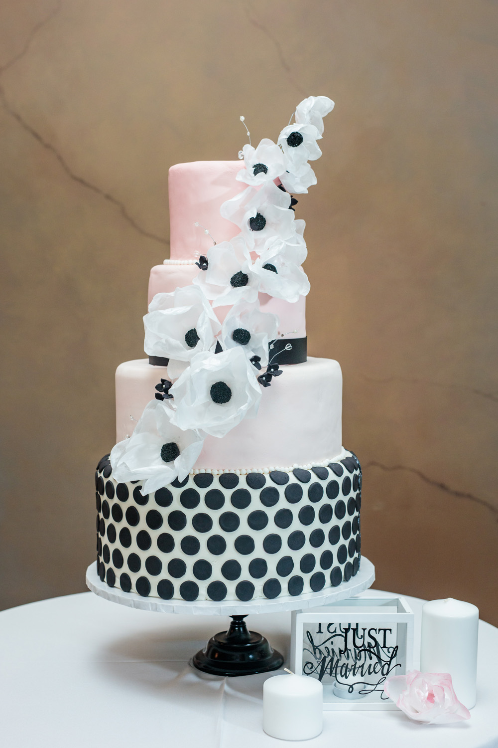 Cake Preview Marilyns Bakery The Wedding Mag - Wedding Cakes Hobart